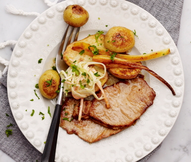 kotlett-med-coleslaw-och-rostad-potatis-familj-720